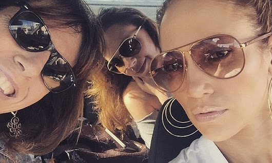 Jennifer Lopez hangs with pals Leah Remini and Elaine Goldsmith-Thomas