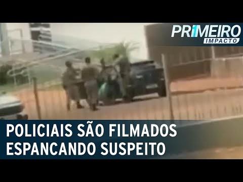 Policiais agridem homem que teria ameaçado mordê-los e passar vírus