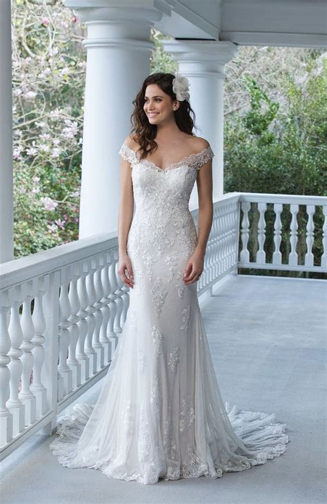 25  best ideas about Lace gowns on Pinterest   White lace