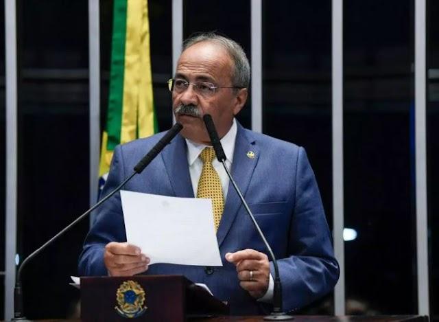 PF indicia senador Chico Rodrigues, flagrado com dinheiro na cueca, por lavagem de dinheiro
