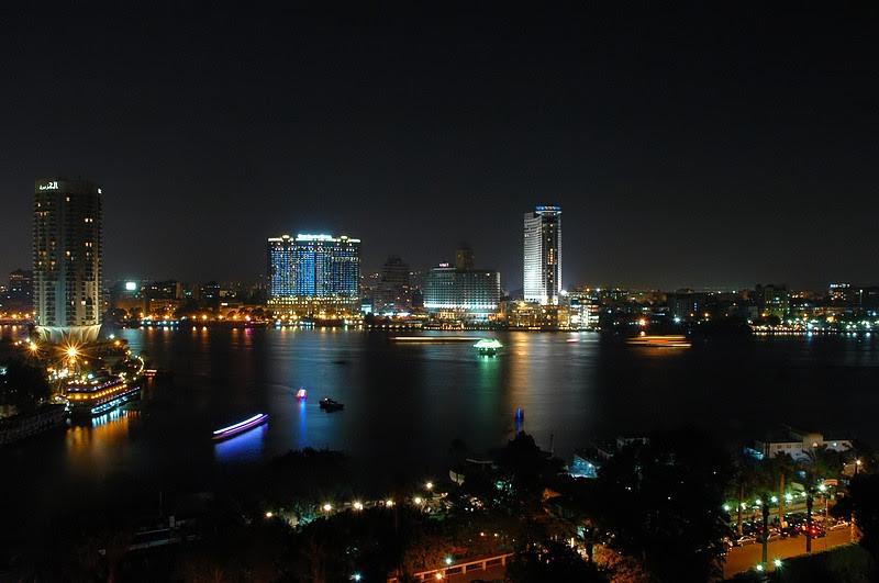 Dosya:Cairo by night.jpg