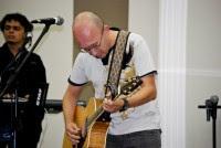 Em ministração em Londrina Asaph Borba apresenta Davi Silva após seu período de recuperação