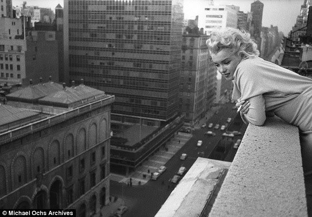 Um photoshoot 1955 no Hotel Embaixador, em Nova York em 1955, quando Marilyn tinha 29 anos