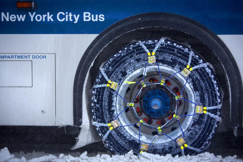 http://s1.ibtimes.com/sites/www.ibtimes.com/files/styles/v2_article_large/public/2014/01/05/snowchains-mta-bus.jpg