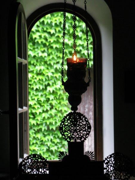 http://www.pemptousia.gr/wp-content/uploads/2012/09/cross-light.jpg
