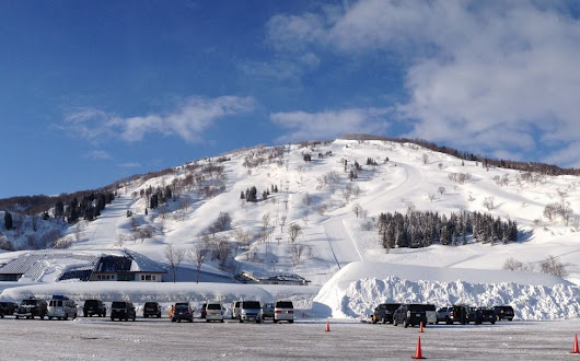 Charmant Hiuchi Ski Resort. Hidden snow haven near the Japan Sea.