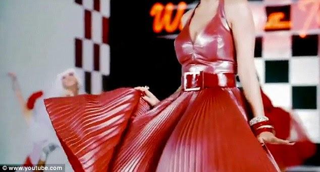 Figurino: Marilyn futurista Perry faria para um musical interessante