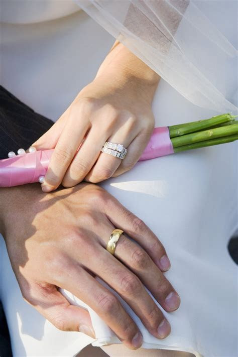 How to Keep Wedding Rings Together   LEAFtv