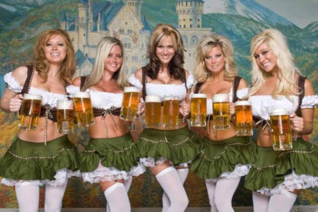 Τι Oktoberfest Σερβιτόρες μοιάζει στο κεφάλι σας εναντίον πώς φαίνονται, στην πραγματικότητα,