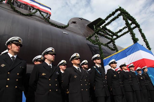 """Uno de los submarinos no nucleares más modernas del mundo, fue nombrado ayer a los astilleros de ThyssenKrupp Marine Systems GmbH, una empresa de soluciones industriales de ThyssenKrupp AG, bajo la denominación de """"U36"""". Esto marca otro hito importante en el programa de construcción naval permanente de la Marina alemana. U36 es la segunda embarcación de la segunda tanda de HDW submarinos Clase 212A destinados para el funcionamiento de la marina de guerra alemana. La ciudad alemana de Plauen ha asumido patrocinio para U36. El submarino ultramoderno fue nombrado por Silke Elsner, que acompaña a la Mayor."""