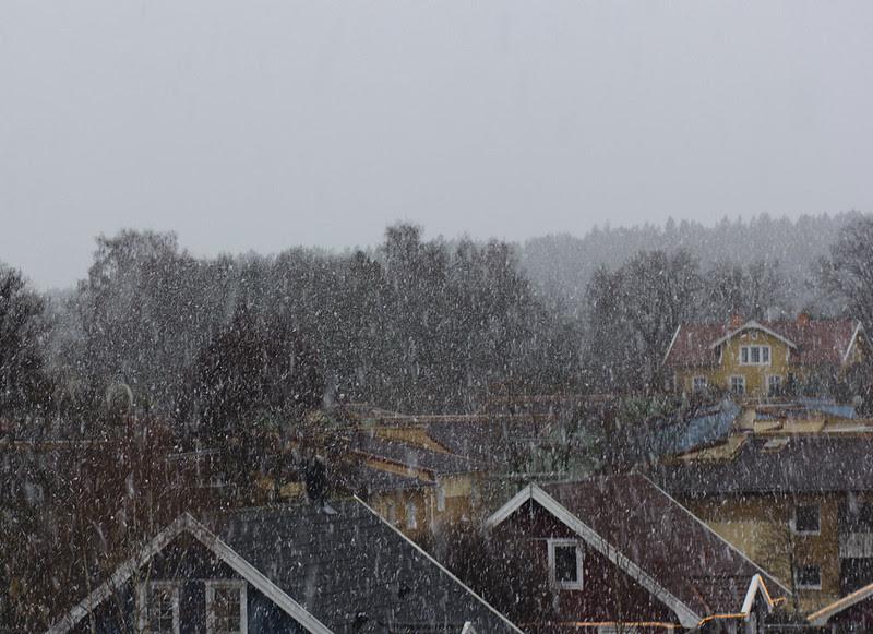 It's snowing...