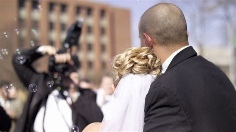 7 Best DSLRs for Wedding Photography   Expert photography