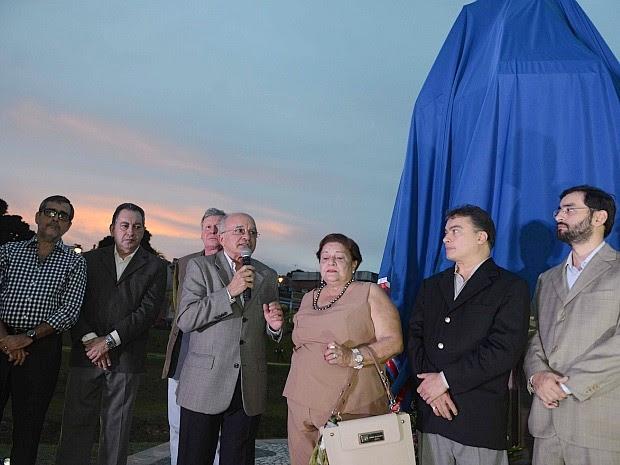 Família do senador acompanhou cerimônia, que contou com a presença de governador em exercício, prefeito de Manaus e secretário de Cultura (Foto: Chico Batata/Agecom)
