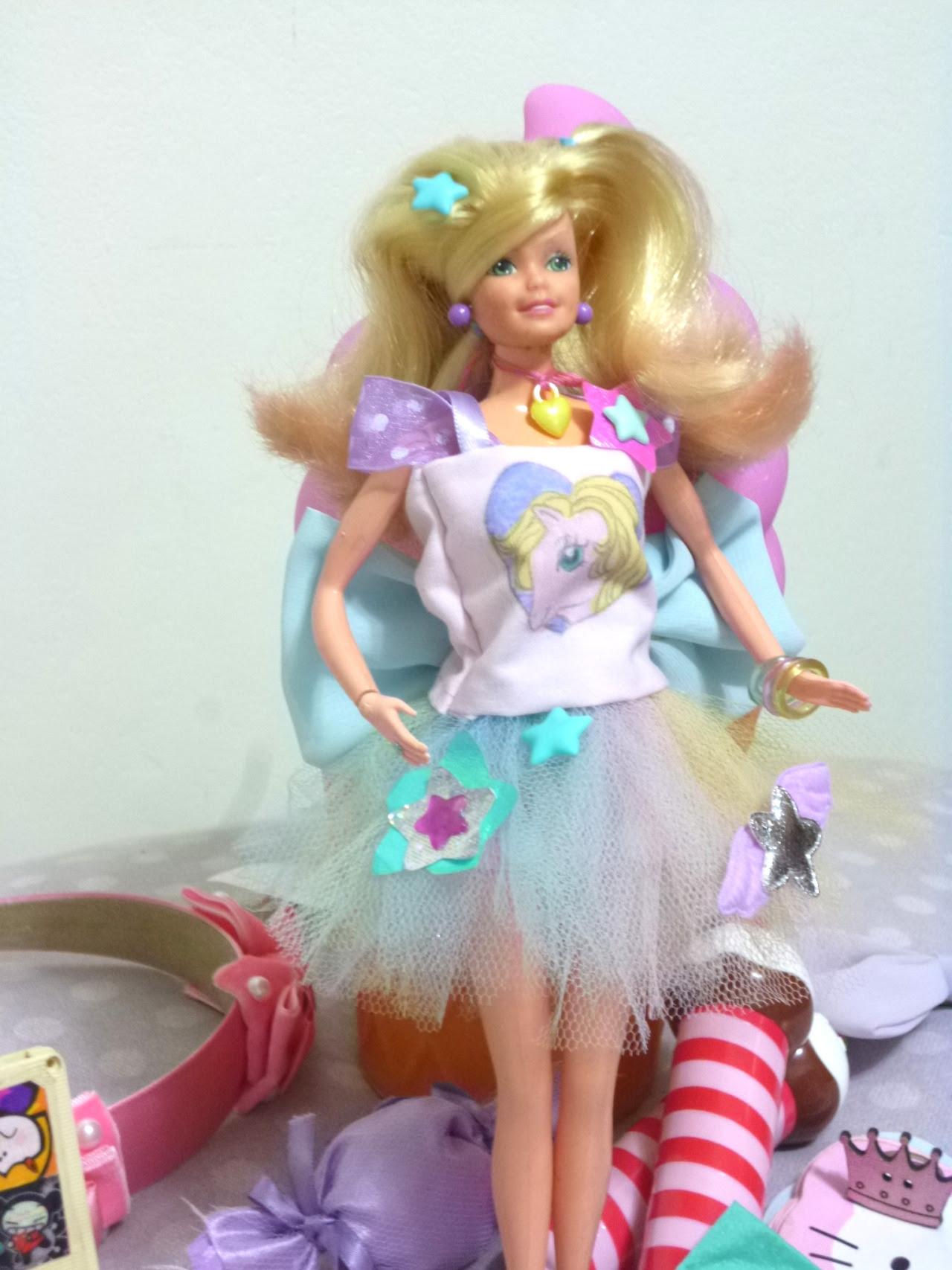 Barbie com novas roupinhas!