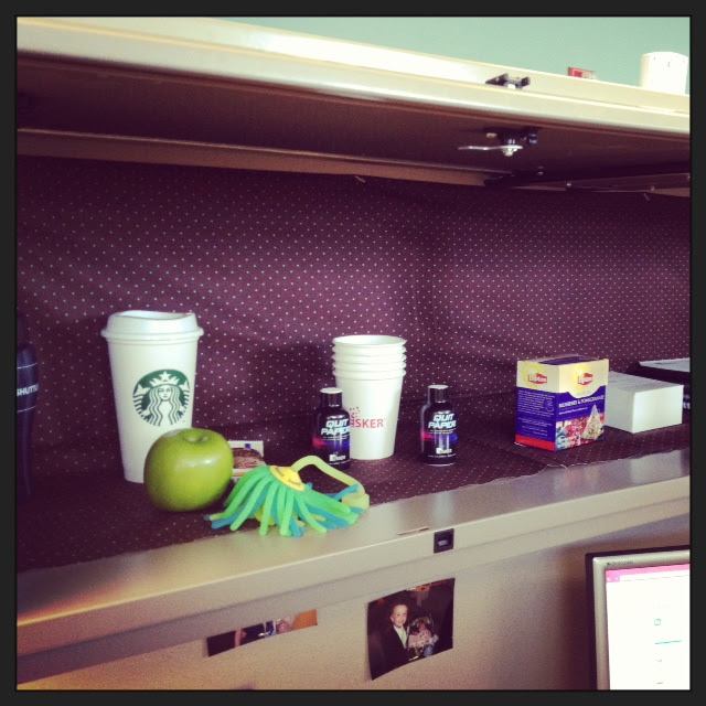 Decorating Your Cubicle   Simply Stitched Together
