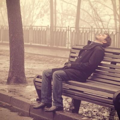 weeird:  theydontunderstand:  Seu coração está partido, o telefone não vai tocar. O café está frio e ele, bem, ele não está tão afim de você.