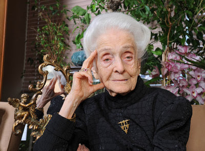 Rita Levi-Montalcini, premio Nobel de Medicina, sigue trabajando a punto de cumplir los 100 años