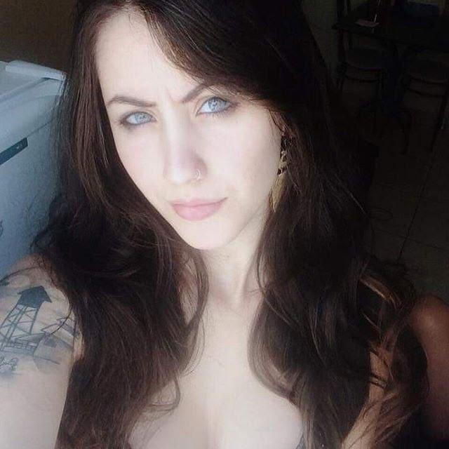 Ensaio erótico da modelo Alexia Loren