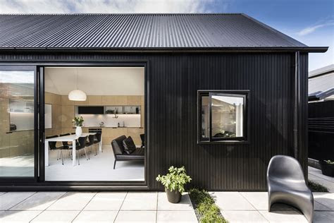 small house   zealand designed  colab arquitectura