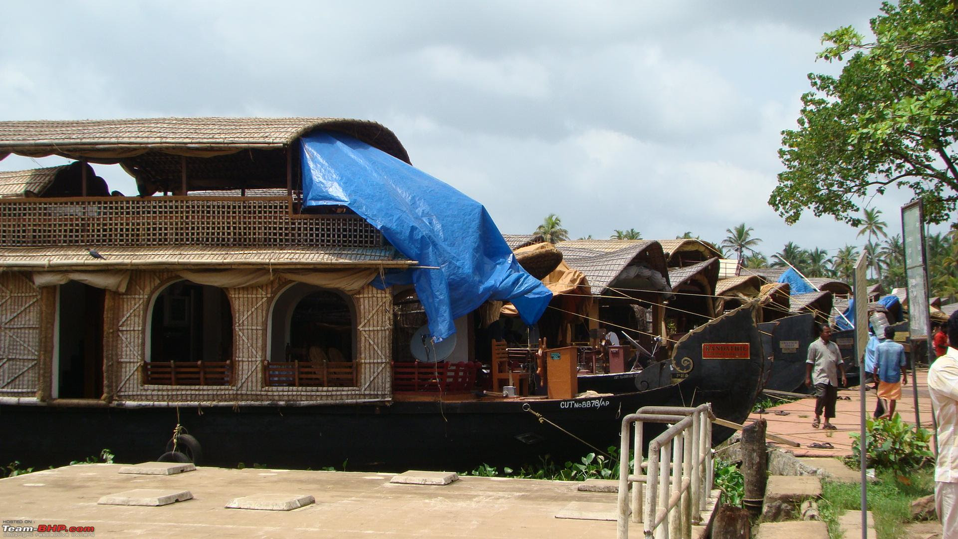 http://www.team-bhp.com/forum/attachments/travelogues/72168d1227164325-24-hour-cruise-houseboat-alappuzha-backwaters-dsc00966.jpg