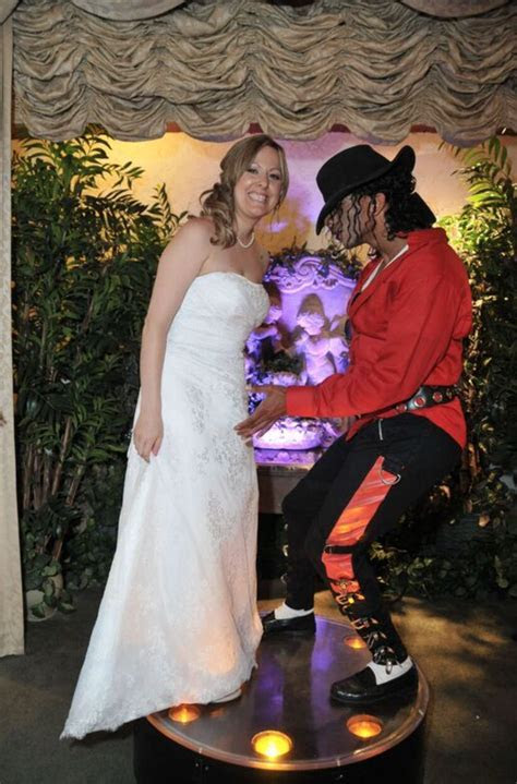 Marrying in Las Vegas with Your Favorite Tribute Artist