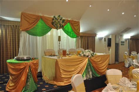 Doris Decoration and cakes: Lime green and gold