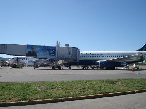 http://upload.wikimedia.org/wikipedia/commons/e/e8/Aeropuerto_el_tepual_Puerto_Montt.jpg