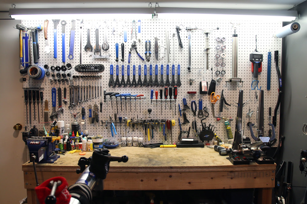 Bikerumor Workshop set up 2