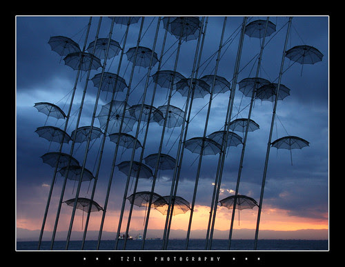 Umbrellas No.1 por tzil
