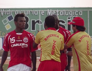 Lateral Fernandes ganha oportunidade no América-RN (Foto: Jocaff Souza)