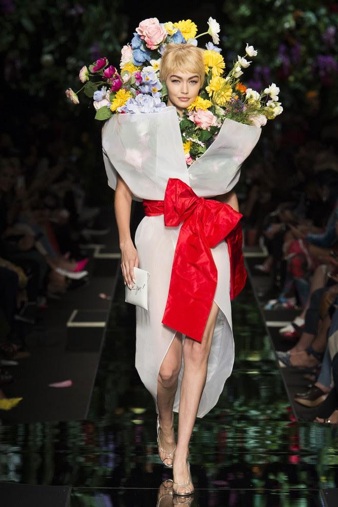 Ngang nhiên mượn thiết kế của Moschino, nhưng bó hoa Tiêu Châu Như Quỳnh lại kém sắc trầm trọng - Ảnh 7.