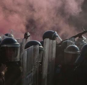 Policías granaderos durante los enfrentamientos del 2 de octubre. Foto: Octavio Gómez