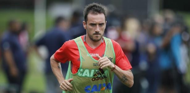 Mancuello corre durante treinamento do Flamengo: estreia cercada de expectativa