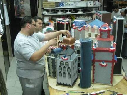 cake-boss-buddy-amtrak-train.JPG Jay King/TLCFrankie & Buddy add finishing