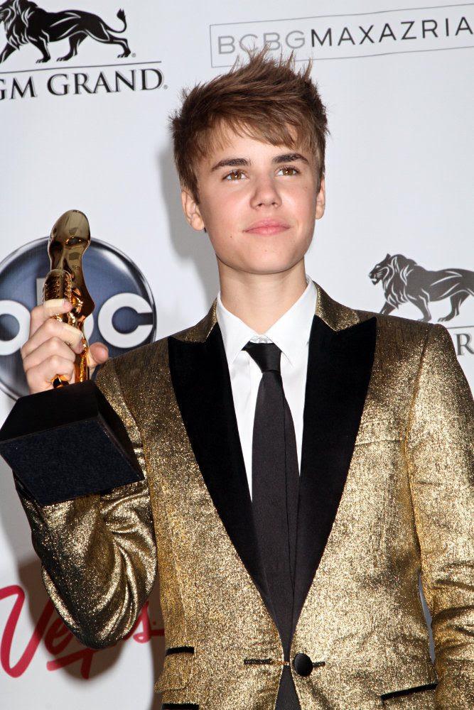 justin bieber selena gomez billboard awards. hair Justin Bieber and Selena Gomez justin bieber 2011 illboard awards.