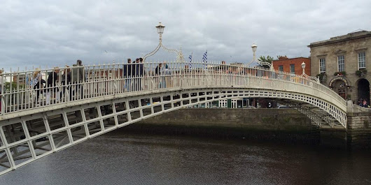 Dublin's Ha'Penny Bridge Turns 200 | Dublin Buzz