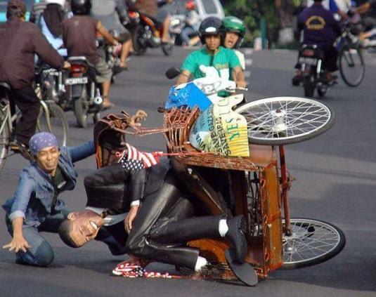 mari berbagi: Foto-Foto Tukang Becak dengan Muatannya