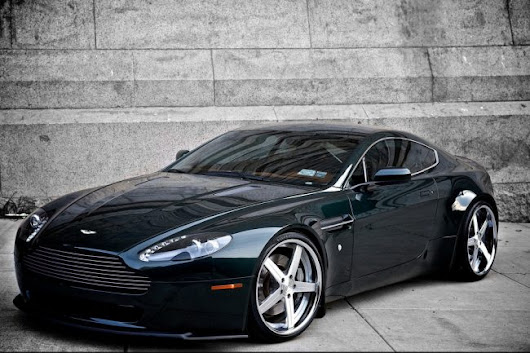 Going Sideways with The Aston Martin V8 Vantage - Luxury Car News, Sports Cars, Prices at Speedlux.com