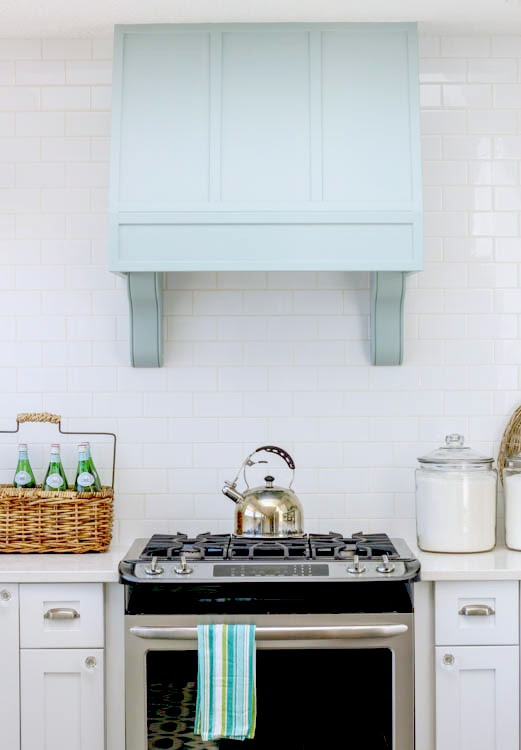 Gorgeous-Coastal-style-white-shaker-kitchen-with-aqua-blue-at-thehappyhousie.com-34