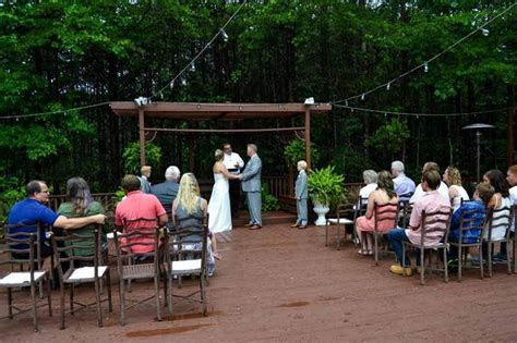 Outdoor Wedding Venues in North Georgia   Queen's Deck