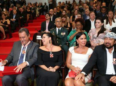 Governador, primeira-dama e Bell Marques recebem comenda pela luta contra o câncer