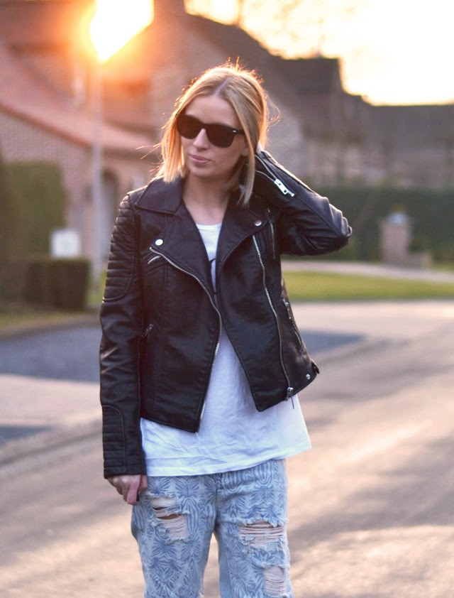 zara leather biker jacket vogue logo tee t shirt one teaspoon baggy boyfriend baggies jeans asos golden perforated mesh slip ons outfit post fashion blogger turn it inside out belgium