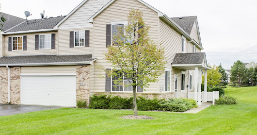 Spacious & bright 2-bedroom town home! Move in ready! - 6807 Merrimac Ln N, Maple Grove, MN 55311