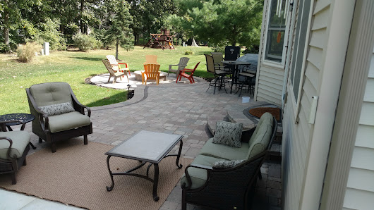 This Hardscape Outdoor Living Space in Lewis Center, OH, Has All the Right Curves! | Archadeck Outdoor Living