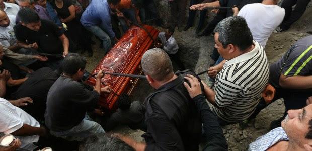 El sepelio de Gisela Mota en el panteón de Pueblo Viejo. Foto: Hugo Cruz