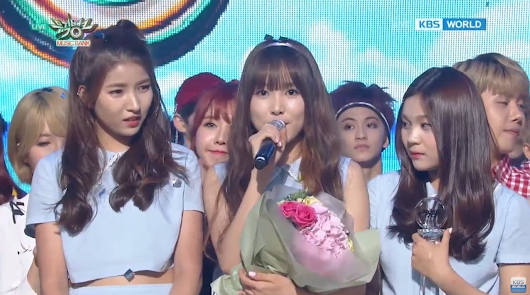 "Watch: GFRIEND Gets 4th Win With ""Navillera"" On ""Music Bank,"" Performances By FTISLAND, BEAST, SEVENTEEN, And More"