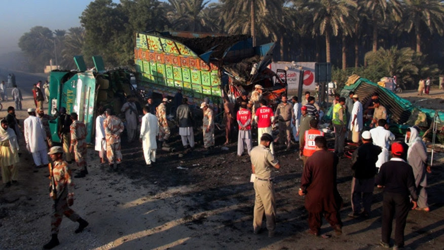 Pakistan Road Acciden_Cham640360111114.jpg