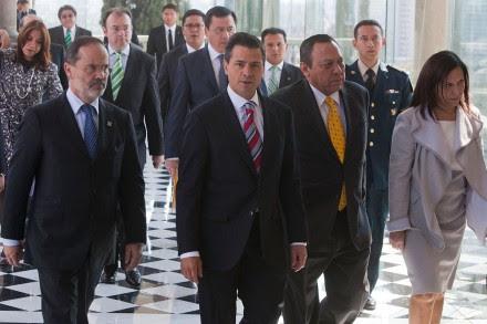Madero, Peña y Zambrano firman Pacto por México. Foto: Octavio Gómez