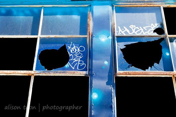 Broken windows and street art, Improv Alley