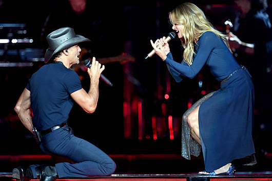 Tim McGraw, Faith Hill Bring Intimacy to Nashville Concert